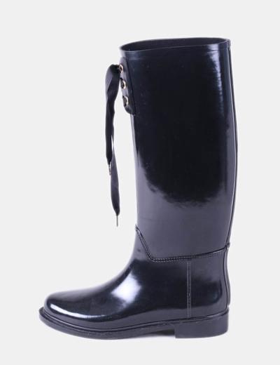 Bota de agua negra con cordón