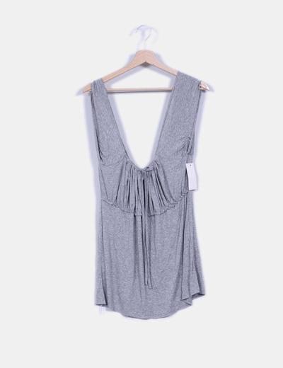 Camiseta gris con escote redondo NoName