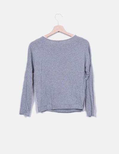 Camiseta gris collar abalorios