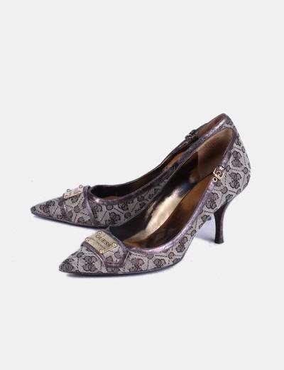 Zapato de tacón estampado Guess