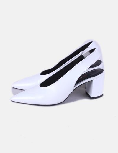 Zapatos blancos destalonados