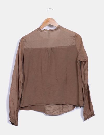 Camisa camel con bordados
