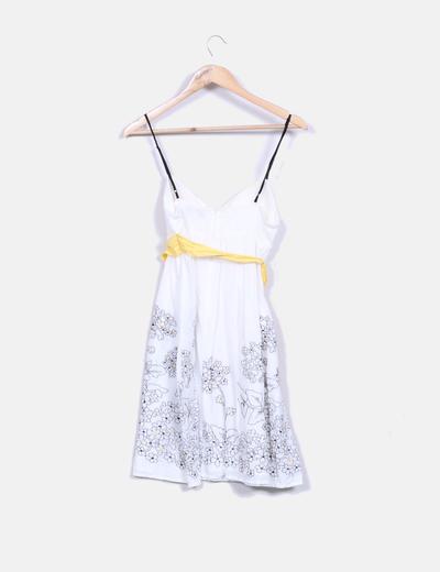 Vestido blanco con bordado floral