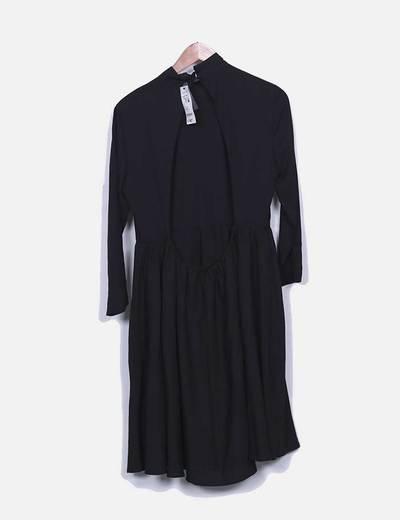 Vestido fluido negro sin espalda