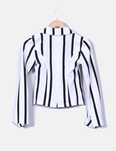 f2ec866b7 Chaqueta de rayas blanca y negra