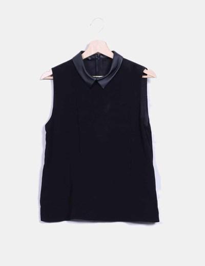 Blusa negra cuello bebé en polipiel Zara