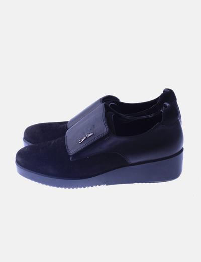 Zapato negro combinado cierre velcro
