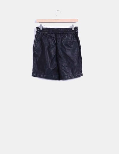 Short negro de polipiel