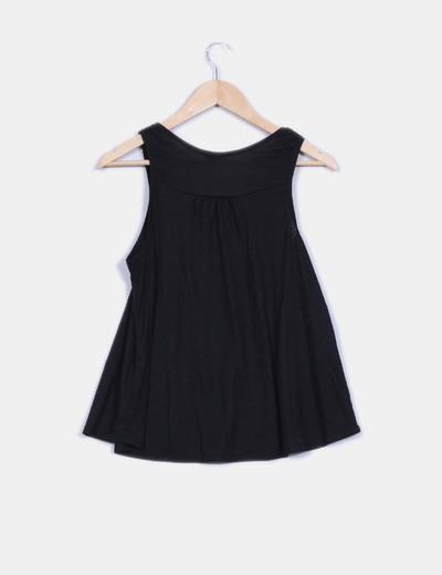 Camiseta negra con pasamaneria