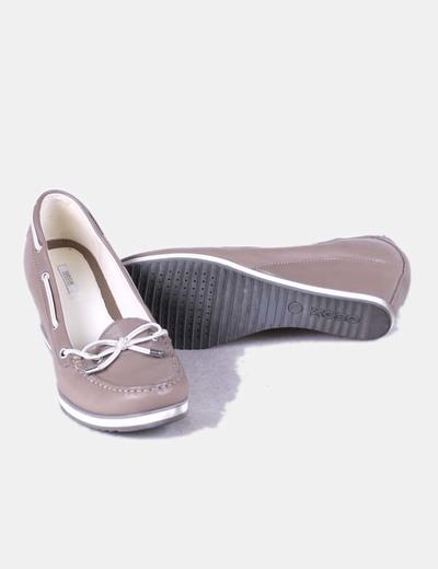 Zapato color topo de cuna