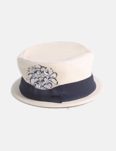 Sombrero beige detalle lazo con plumas