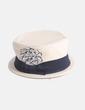 Sombrero beige detalle lazo con plumas NoName