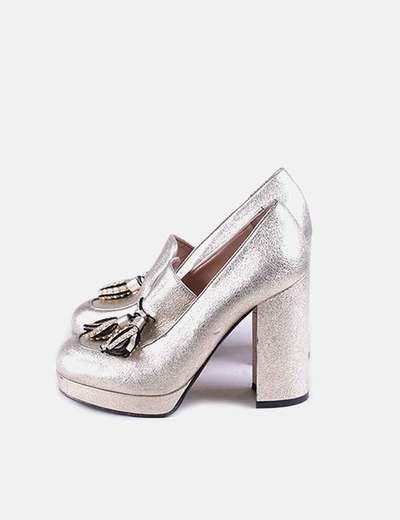 Sapato de salto dourada com borlas Pinko