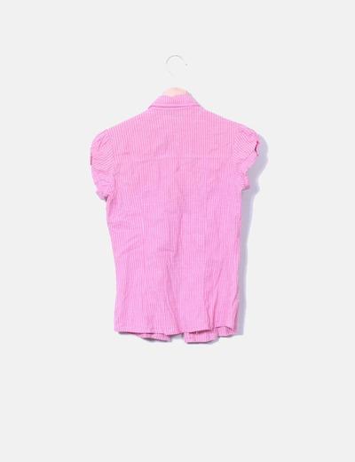 Camisa rosa con raya blanca