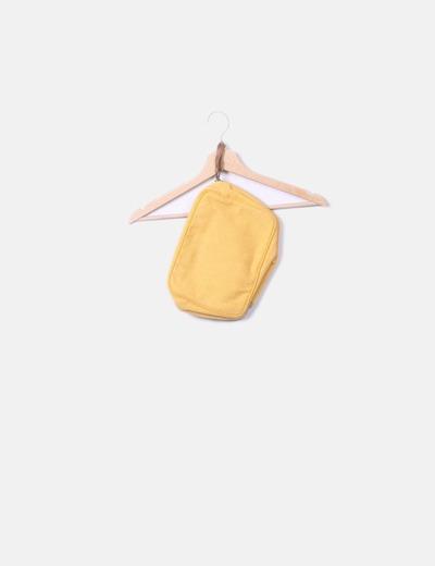 Bolso de mano amarillo etnico