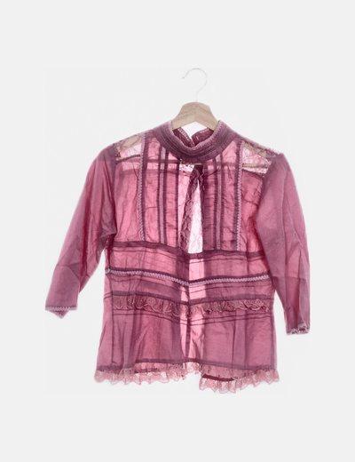 Blusa rosa con encaje