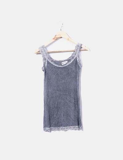Camiseta gris con encaje Brighty&Co