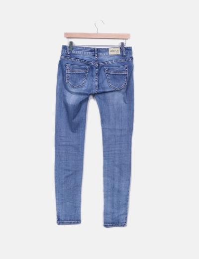 Jeans denim efecto desgastado