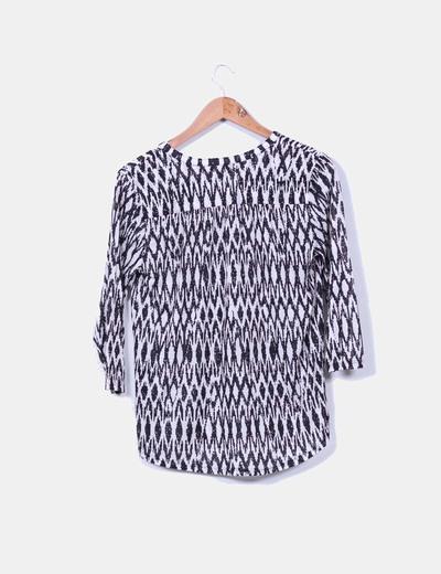 Camisa estampada blanco y negro