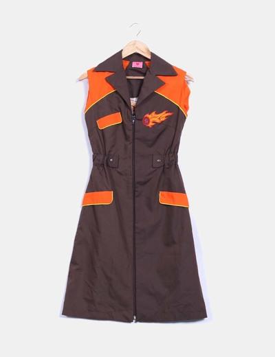 Vestido marrón con detalles naranja Divina Providencia