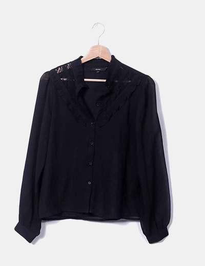 Blusa preta com rendas e botões Vero Moda