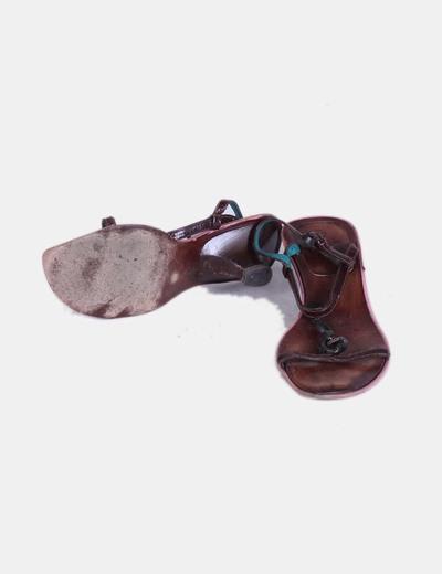 Sandalia marron cadena