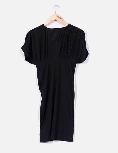 Vestido negro con pliegues