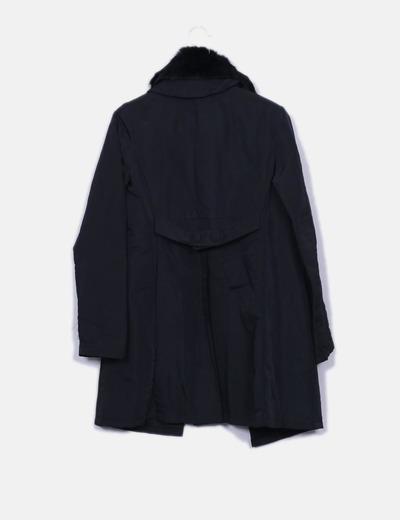 Abrigo largo negro con cuello pelo