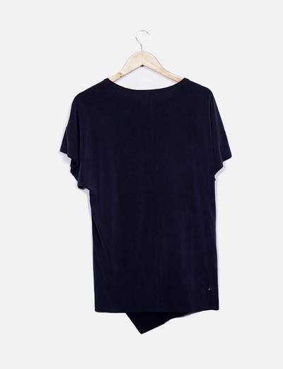 Camiseta manga corta gris asimetrica