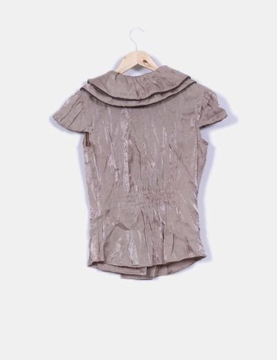 Camisa texturizada efecto satinado detalle cuello avolantado