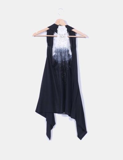 Chaleco negro con crochet