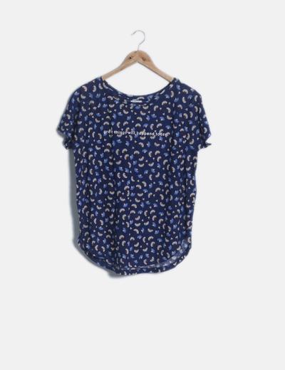 Camiseta texturizada manga corta azul estampada