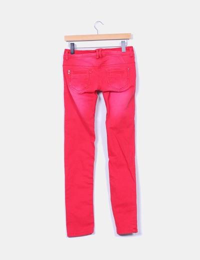 Jeans rojos con destenidos