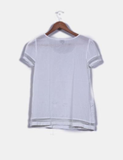 Blusa blanca bordada de manga corta