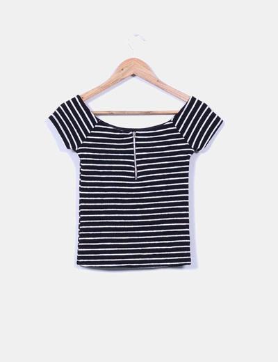 Camiseta negras con rayas blancas