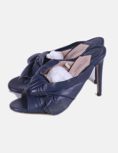Zapato azul destalonado con lazo