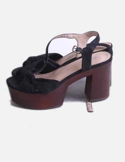 Sandalia nudo negro con plataforma