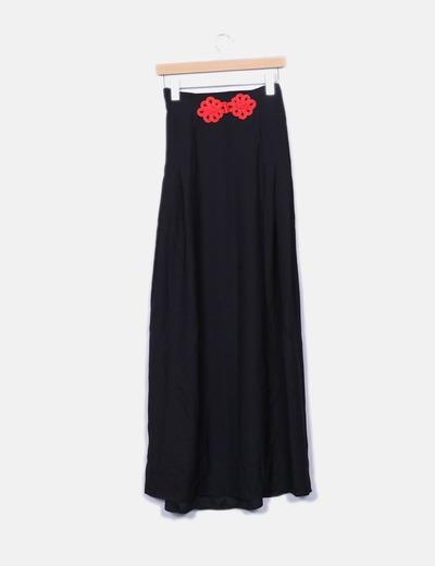 Saia maxi preta com bordados vermelhos Suiteblanco