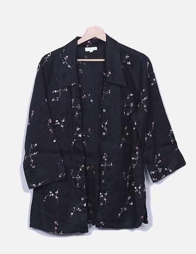 Camisa negra con bordado floral SAKS
