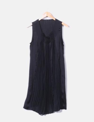 Vestido negro detalles plisados