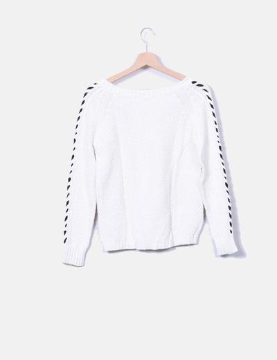 Jersey de punto blanco con detalle en negro