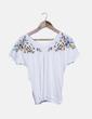 Camiseta blanca bordado floral multicolor Sfera