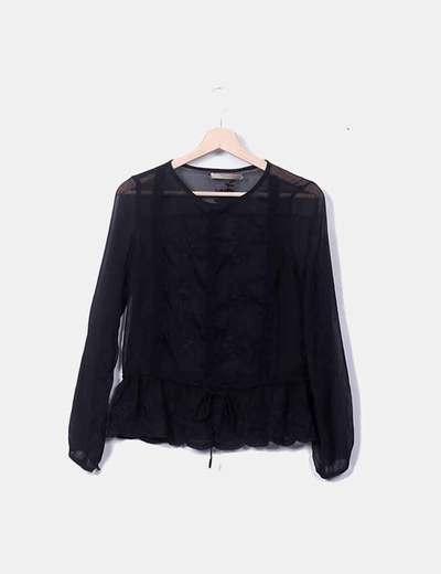 Blusa negra bordado floral