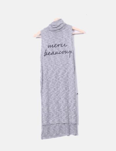 Camiseta gris  larga con aberturas laterales