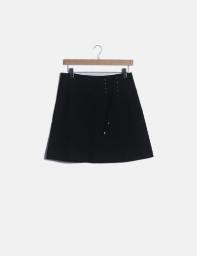 Mini falda evasé negra cordón