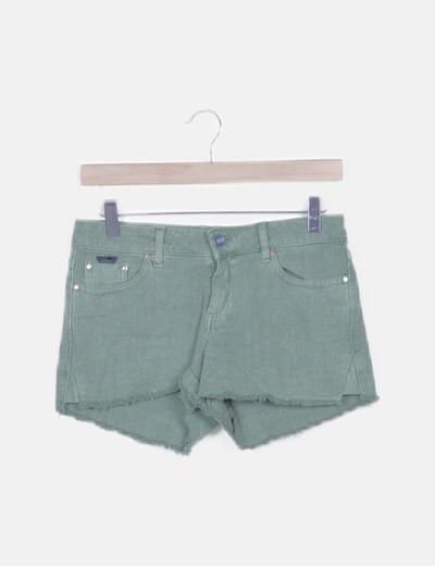 Pantalón short verde desflecado