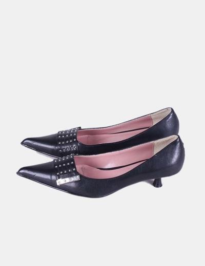 Zapato negro de punta con tachas You and Me