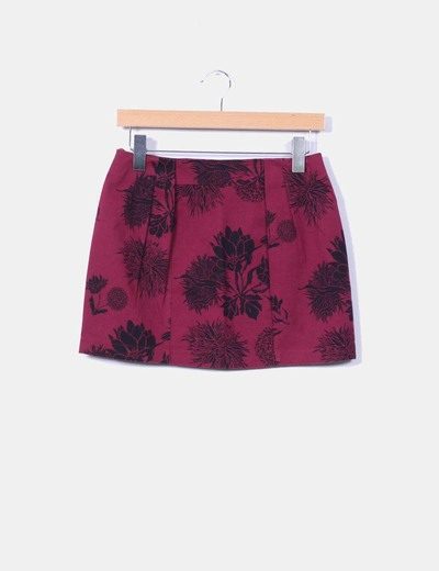 Mini falda burdeos floreada Zara