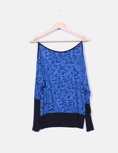 Blusa azul animal print detalle cadenas