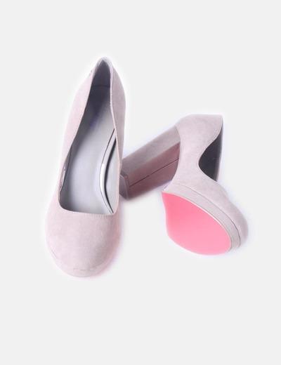 Zapato de salon con tacon ancho